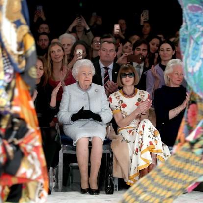 Η εμφάνιση της Queen Elizabeth II και άλλα νέα μόδας από τη LFW