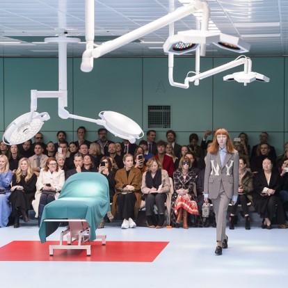 Η ευφάνταστη πασαρέλα του οίκου Gucci στην πρώτη μέρα του MFW