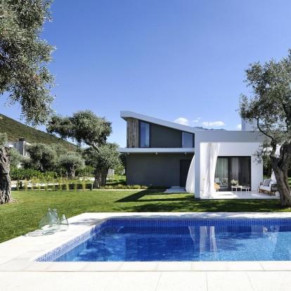Η ιδανική εξοχική κατοικία βρίσκεται σ' έναν αιωνόβιο ελαιώνα στη Θάσο