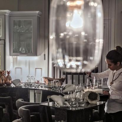 Wine O' Clock: ραντεβού για κρασί στα καλύτερα στέκια της πόλης
