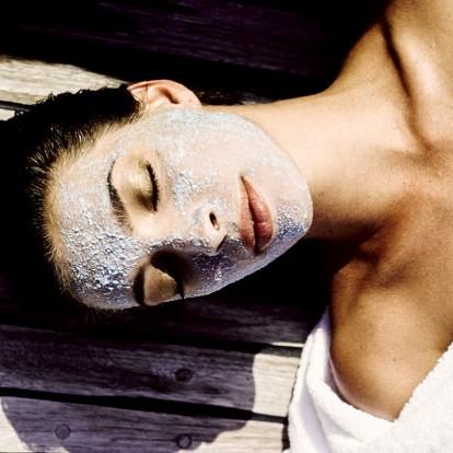 Οι μάσκες ομορφιάς που θα διώξουν τα μαύρα στίγματα