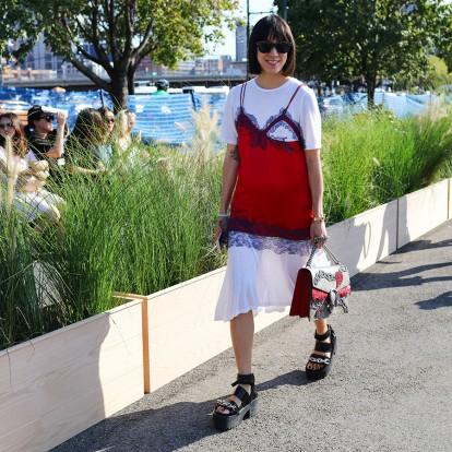 Νιώστε όπως μία street style star με αυτά τα slip dresses