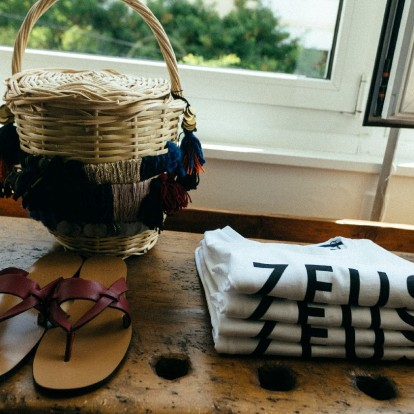 Η Zeus + Δione φέρνει την καλοκαιρινή διάθεση με τον πιο κομψό τρόπο