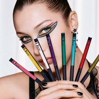 Η Bella Hadid φοράει τα πιο πολύχρωμα eye looks που έχετε δει ποτέ