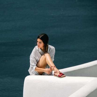 Ο Αλέξης Μαντάς δημιουργεί τα πιο θαλασσινά σανδάλια