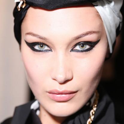 Πώς να εφαρμόσετε το eyeliner ανάλογα με το σχήμα του ματιού σας