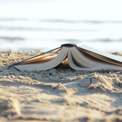 5 κοινωνικά βιβλία για να πάρετε μαζί σας στην παραλία