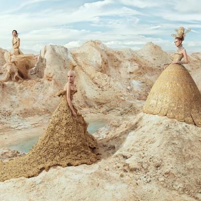 Η couture αισθητική της Guo Pei ξετυλίγεται σε ένα εντυπωσιακό λεύκωμα