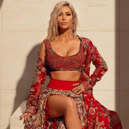 Αποκτήστε τους κοιλιακούς της Kim Kardashian