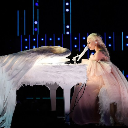 H Lady Gaga κάνει το ντεμπούτο της στη μεγάλη οθόνη