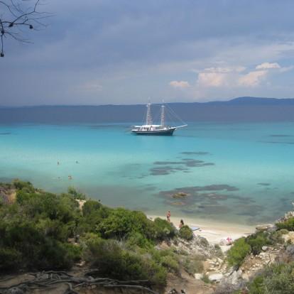 4 εναλλακτικές παραλίες στο δεύτερο πόδι της Χαλκιδικής