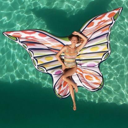 Από την πισίνα στο κόκκινο χαλί: τα νέα projects δύο διάσημων οίκων