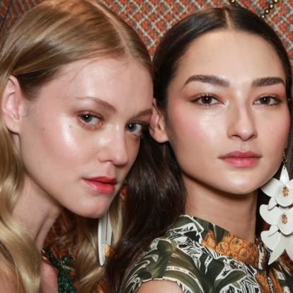 Οι makeup artists σας αποκαλύπτουν πώς να εφαρμόσετε το ρουζ σας