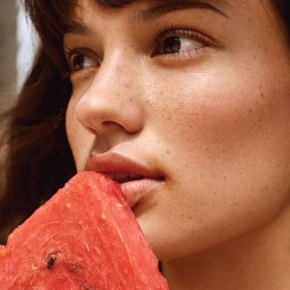 6 δροσιστικά καλλυντικά με εκχύλισμα καρπούζι που θα θέλετε να φάτε