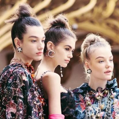 Messy κότσος: Πώς να δημιουργήσετε το εύκολο και κομψό hairstyle