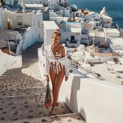 Πώς να φορέσετε τις διαχρονικές ρίγες και στην παραλία