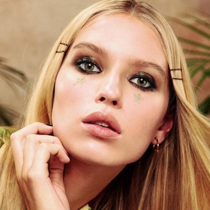 3 makeup tips για να καμουφλάρετε τις λεπτές γραμμές και τις ρυτίδες