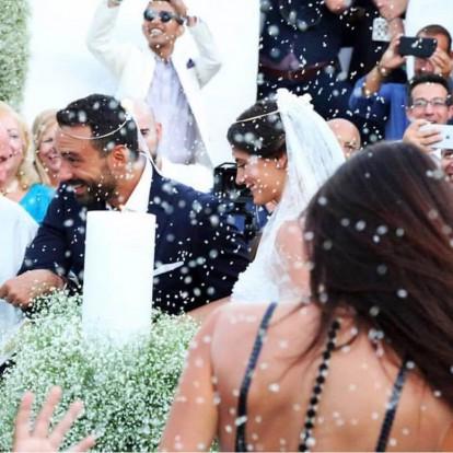 Τανιμανίδης - Μπόμπα: Το λαμπερό ζευγάρι παντρεύτηκε στη Σίφνο