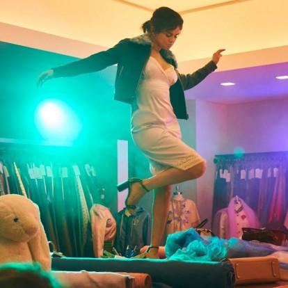Χορέψτε μαζί με τη Selena Gomez στα γραφεία της Coach