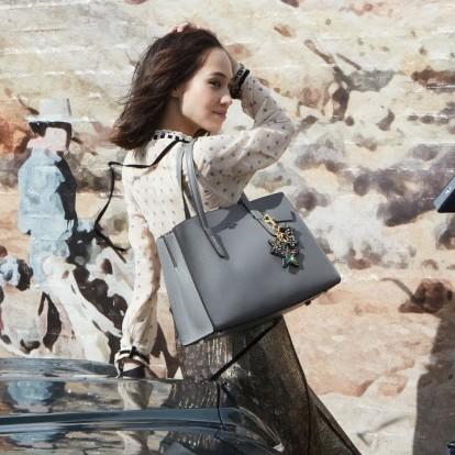 Οι πρώτες εικόνες της Moschino x H&M και άλλες ειδήσεις μόδας