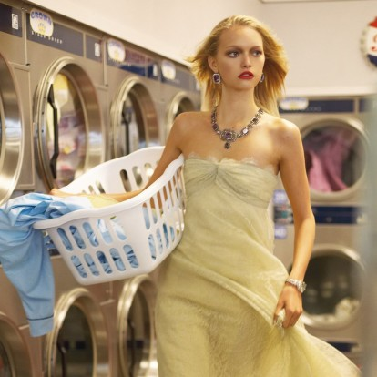 5 τρόποι να απομακρύνετε από τα ρούχα σας τους λεκέδες των καλλυντικών