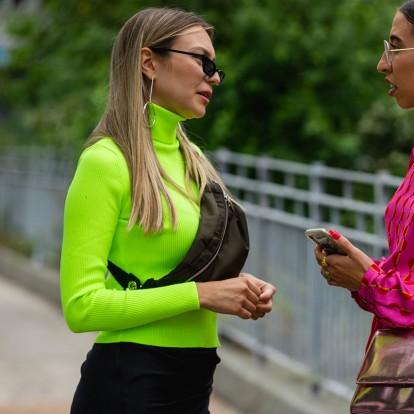 Neon trend: Πώς να υιοθετήσετε την πιο εκκεντρική τάση της σεζόν