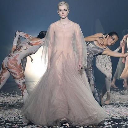 Το μαγευτικό Christian Dior show άνοιξε τη γαλλική εβδομάδα μόδας