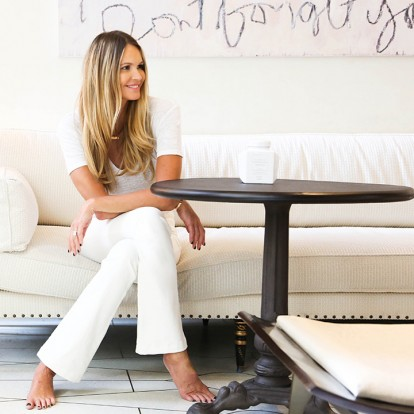 Η πανέμορφη Elle Macpherson μοιράζεται πολύτιμα tips αντιγήρανσης