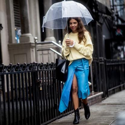 Rainy Looks: Ιδέες για να αντιμετωπίσετε τη βροχή με στιλ