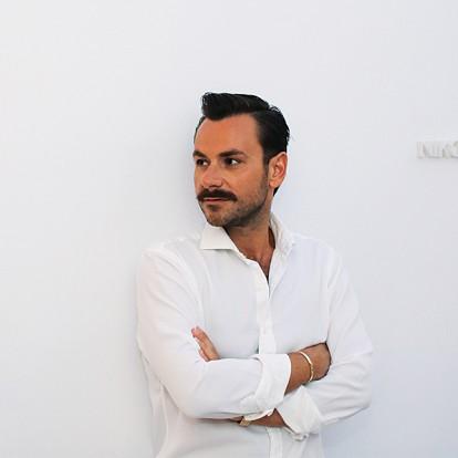 Ο διεθνώς καταξιωμένος σχεδιαστής Νίκος Κούλης μιλάει για τη δουλειά του