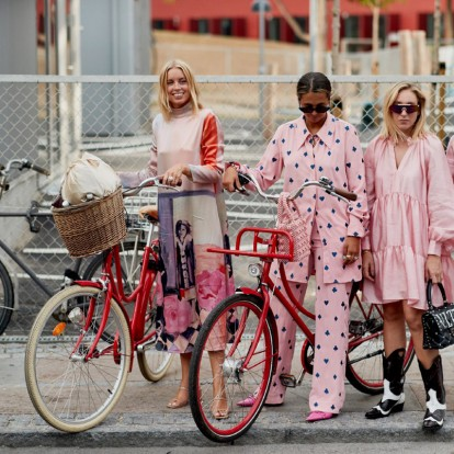 Πώς μπορείτε μέσα από τα ροζ ρούχα σας να κάνετε τη διαφορά