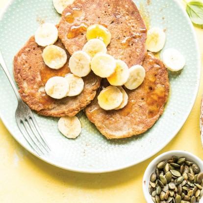 Φτιάξτε λαχταριστά pancakes με βρώμη και μπανάνα