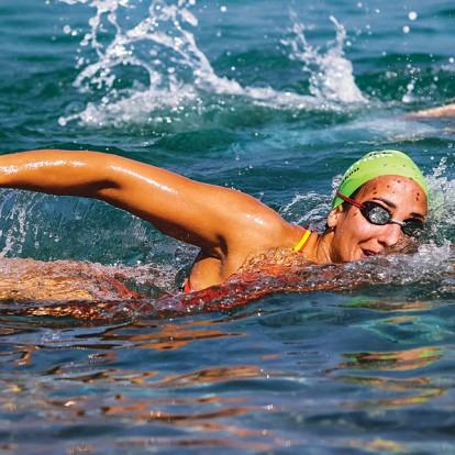 Η πρωταθλήτρια κολύμβησης Νόρα Δράκου μιλά για τη ζωή εντός κι εκτός νερού