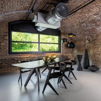 Ο κορυφαίος Tom Dixon σχεδίασε έναν χώρο που συνδυάζει αριστοτεχνικά design και γεύση