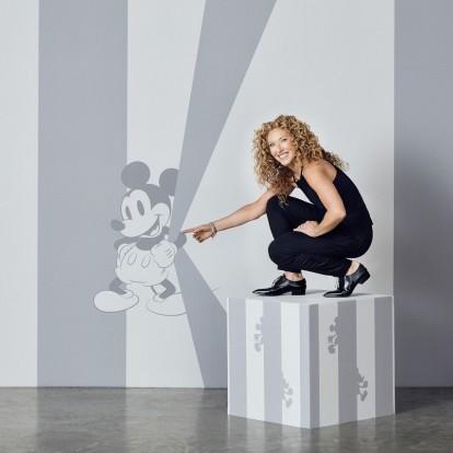 Η designer Kelly Hoppen εμπνέεται από τον Mickey Mouse για τρεις συλλογές