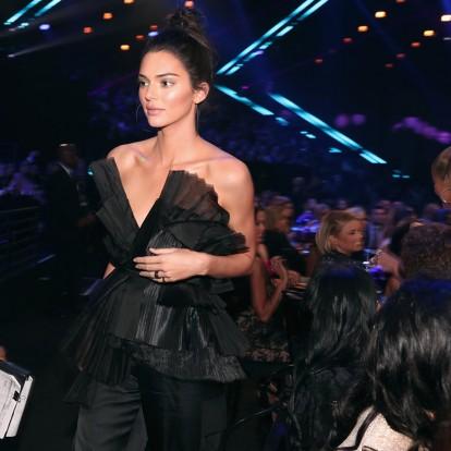 Αντιγράψτε την εντυπωσιακή evening wear πρόταση της Kendall Jenner