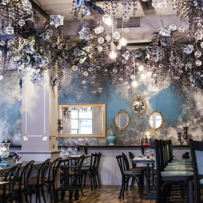 Μια νέα, fine casual κουζίνα με ελληνική στόφα κατέφτασε στην πόλη