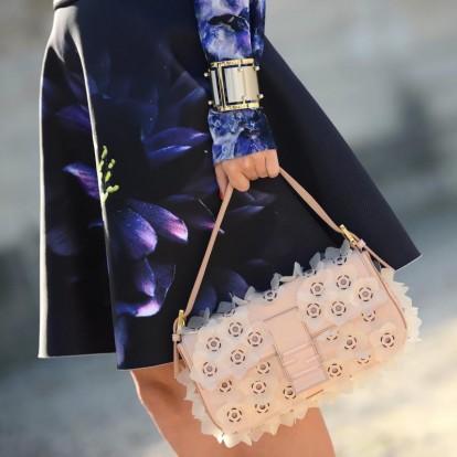 Η νέα αγαπημένη τσάντα των trendsetters θυμίζει την Carrie Bradshaw