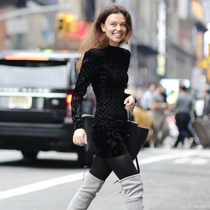 Velvet touch: Βρήκαμε τα πιο εντυπωσιακά βελούδινα φορέματα
