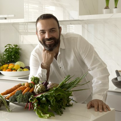 O nomad chef Ανδρέας Λαγός μοιράζεται τα δικά του χριστουγεννιάτικα μυστικά