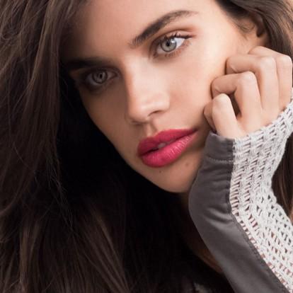 Δείτε ολόκληρη τη νυχτερινή ρουτίνα ομορφιάς της κούκλας Sara Sampaio