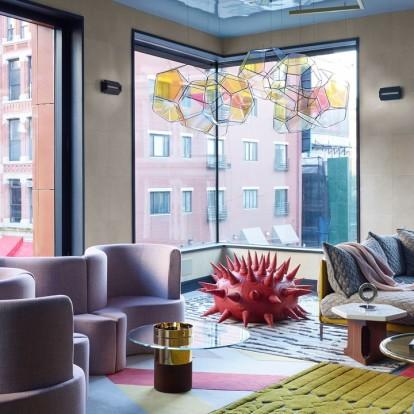 Χρώμα, ενέργεια και πολλές δόσεις σύγχρονης τέχνης σε ένα διαμέρισμα στο Soho