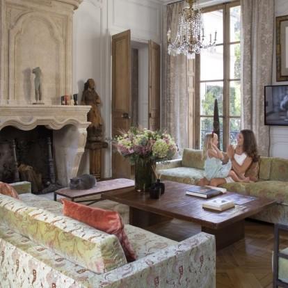 Ένα αρχοντικό του 17ου αιώνα στο Παρίσι μετατρέπεται σε μια φιλόξενη, σύγχρονη κατοικία