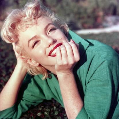 Ρίξτε μια ματιά στην εντυπωσιακή ρουτίνα ομορφιάς της Marilyn Monroe