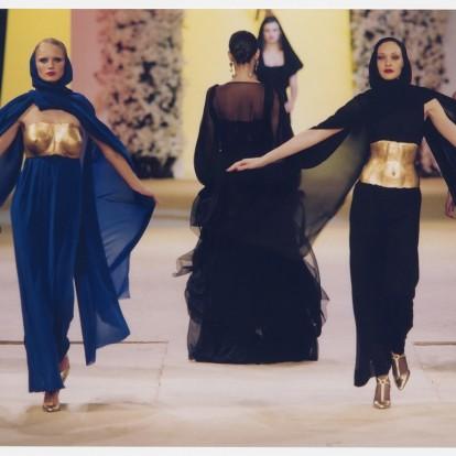 Yves Saint Laurent: Η επαναστατική φύση του σχεδιαστή σε μια νέα έκθεση