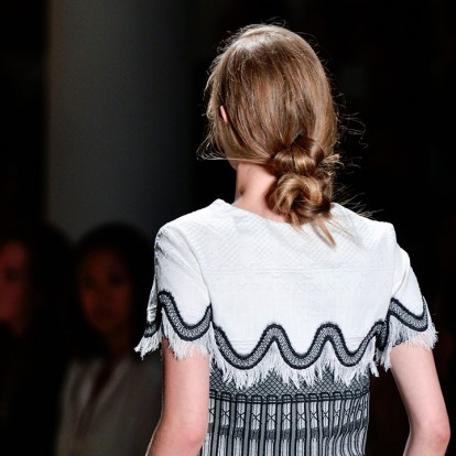 Banana Buns: Μάθετε τα πάντα για το αγαπημένο hairstyle των Γαλλίδων