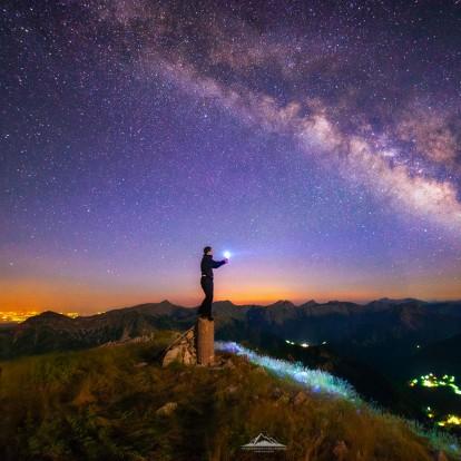 Ο φωτογράφος Κωνσταντίνος Βασιλακάκος εγκατέλειψε τη ζωή στην πόλη για χάρη του ουρανού