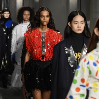 London Fashion Week: 4 εκθαμβωτικά catwalks που έκλεψαν τις εντυπώσεις