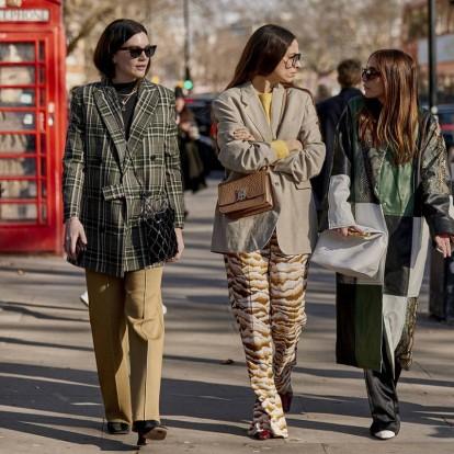Τα cult αξεσουάρ που πρωταγωνιστούν στους δρόμους του Λονδίνου