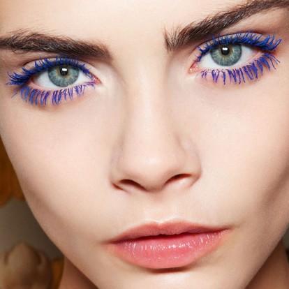 Πώς να φορέσετε τη χρωματιστή μάσκαρα όπως οι πιο στιλάτες stars